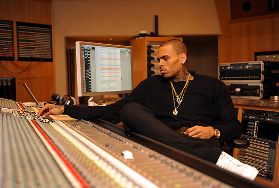 Chris-Brown-new-in-studio