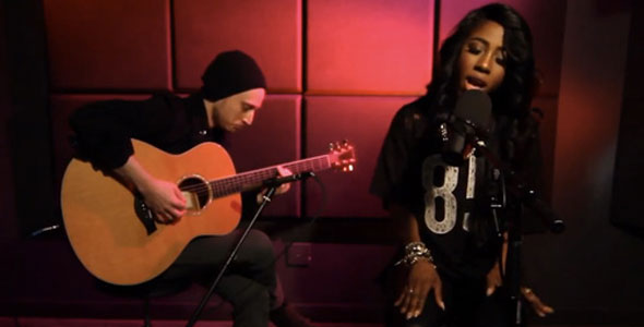 SEVYN STREETER PERFORMS ACOUSTIC TRIBUTE TO AALIYAH