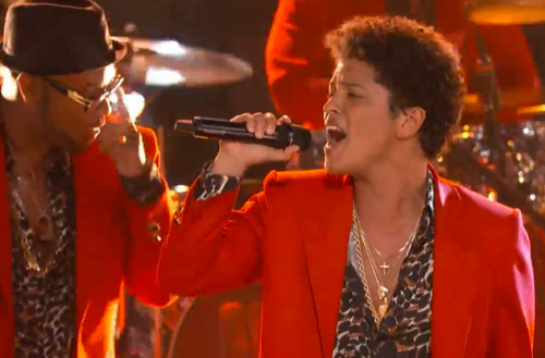 Bruno-Mars-Treasure-on-The-Voice
