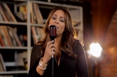 "Tamia Performs Patsy Cline's ""Crazy"""
