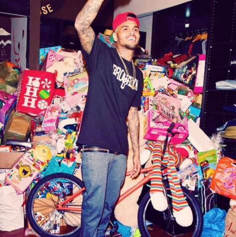 chris brown-toy-drive-1