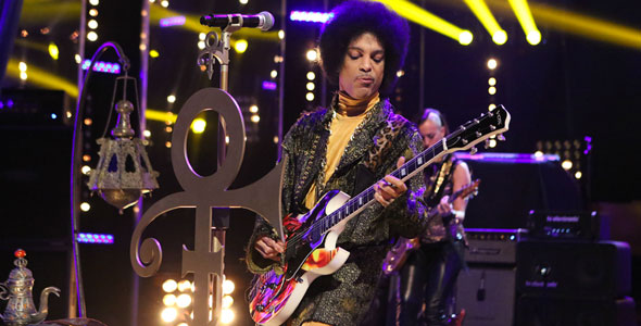 PRINCE TAKES OVER ARSENIO HALL SHOW, PREMIERES NEW SONG 'FUNKNROLL	'