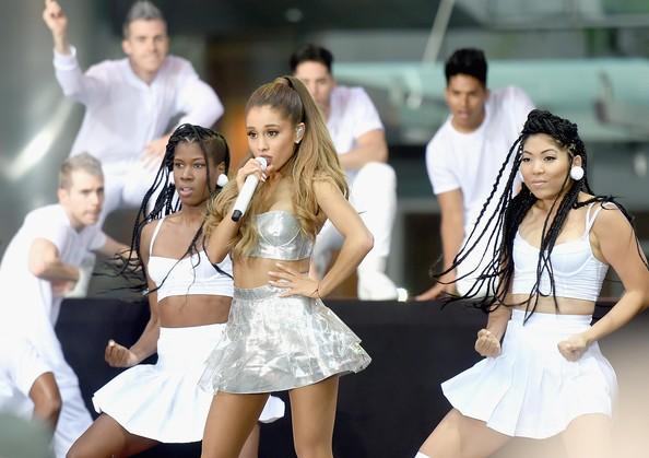 Ariana+Grande+Ariana+Grande+Performs+NBC+Today+o_IvzcOJb1bl