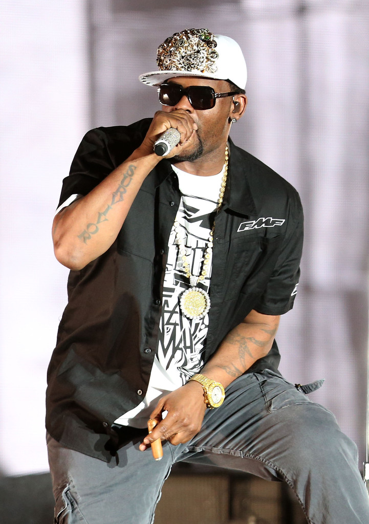 R+Kelly+2013+Coachella+Valley+Music+Arts+Festival+vZvYJK14hlKx