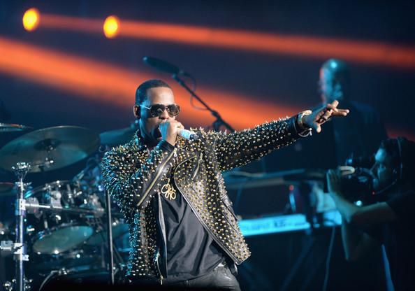 R+Kelly+Performances+BET+Experience+LA+InCoFeCbou-l