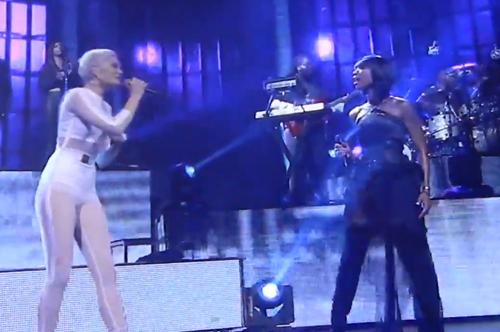 Jessie-J-and-Brandy-Live