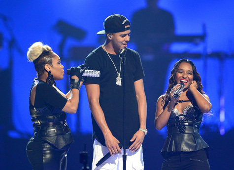 4f0ac665533f0 J. Cole Brings Out TLC   Miguel at iHeartRadio Music Festival ...
