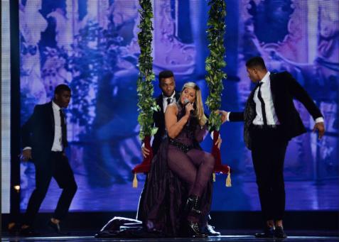Tamar Braxton Performs at Soul Train Awards 2013