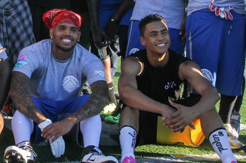 Chris-Brown-&-Quincy-Flag-Football-Game