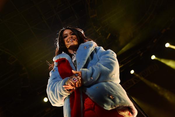 Rihanna+NCAA+March+Madness+Music+Festival+pG5_Plgczaul