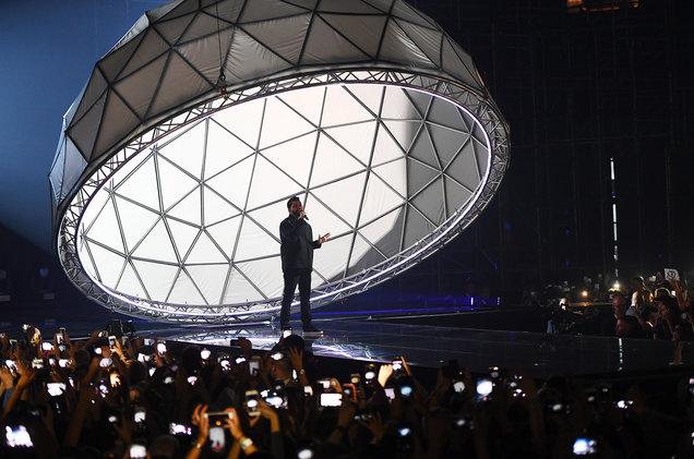 the-weeknd-perform-mtv-emas-2016-billboard-1548